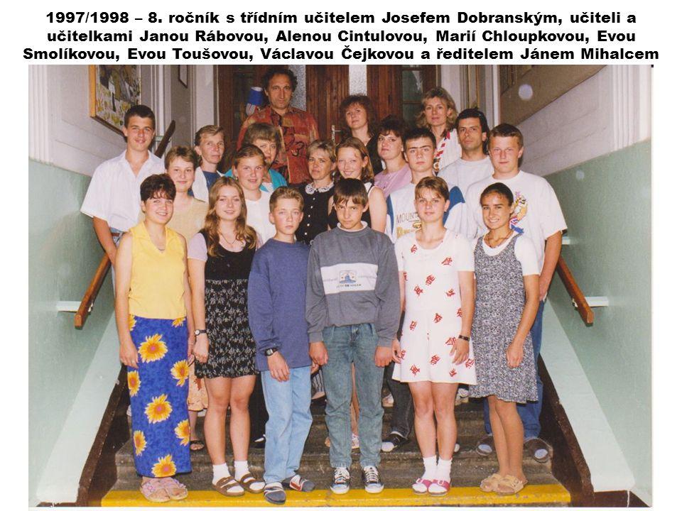 1997/1998 – 8. ročník s třídním učitelem Josefem Dobranským, učiteli a učitelkami Janou Rábovou, Alenou Cintulovou, Marií Chloupkovou, Evou Smolíkovou