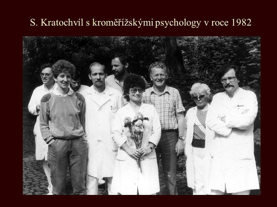 S. Kratochvíl s kroměřížskými psychology v roce 1982