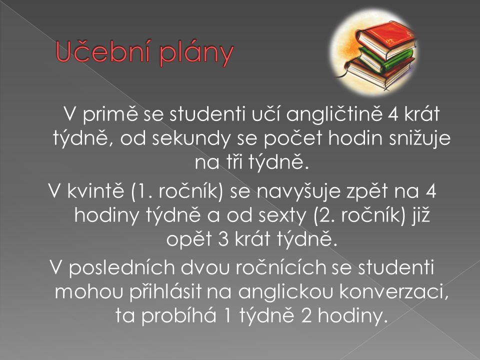 V primě se studenti učí angličtině 4 krát týdně, od sekundy se počet hodin snižuje na tři týdně. V kvintě (1. ročník) se navyšuje zpět na 4 hodiny týd
