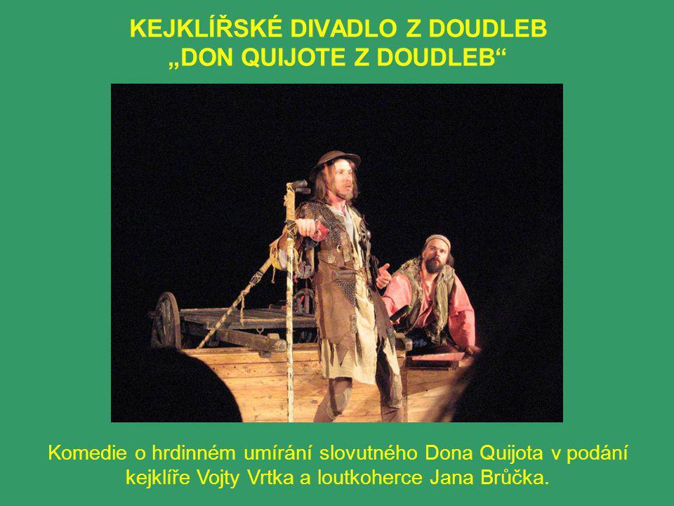 """KEJKLÍŘSKÉ DIVADLO Z DOUDLEB """"DON QUIJOTE Z DOUDLEB Komedie o hrdinném umírání slovutného Dona Quijota v podání kejklíře Vojty Vrtka a loutkoherce Jana Brůčka."""