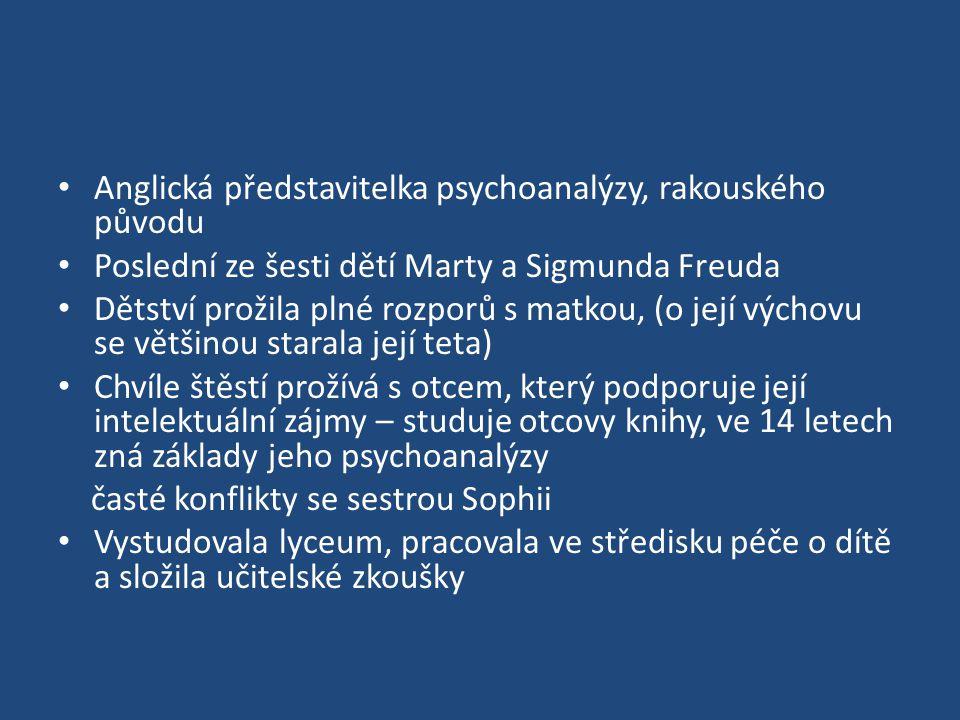Anglická představitelka psychoanalýzy, rakouského původu Poslední ze šesti dětí Marty a Sigmunda Freuda Dětství prožila plné rozporů s matkou, (o její výchovu se většinou starala její teta) Chvíle štěstí prožívá s otcem, který podporuje její intelektuální zájmy – studuje otcovy knihy, ve 14 letech zná základy jeho psychoanalýzy časté konflikty se sestrou Sophii Vystudovala lyceum, pracovala ve středisku péče o dítě a složila učitelské zkoušky