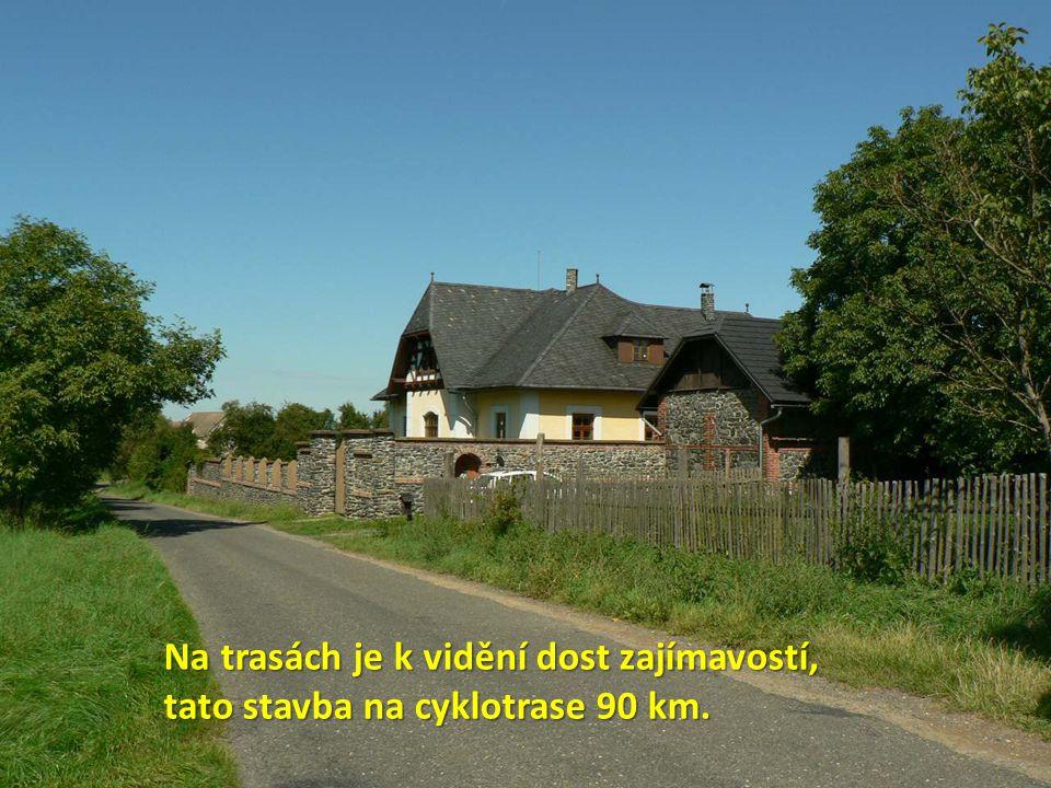 Na trasách je k vidění dost zajímavostí, tato stavba na cyklotrase 90 km.