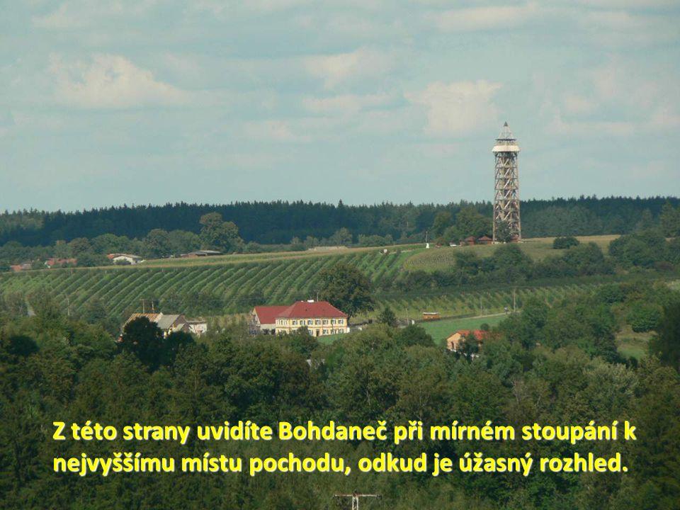 Z této strany uvidíte Bohdaneč při mírném stoupání k nejvyššímu místu pochodu, odkud je úžasný rozhled.