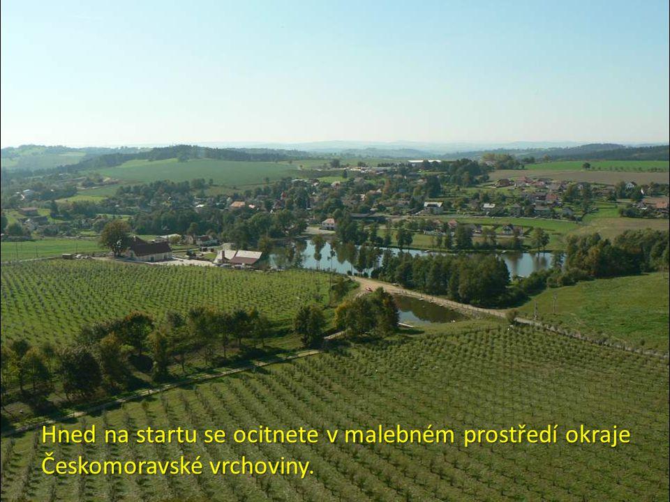 Hned na startu se ocitnete v malebném prostředí okraje Českomoravské vrchoviny.