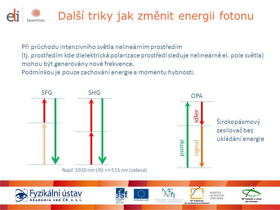 Ultrakrátké pulzy Generují se laserovými oscilátory, které pracují v režimu synchronizace módů Kratším pulzům odpovídá nutně větší šířka generovaného spektra, jelikož časový průběh pulzu je svázán se spektrem pulzu Fourierovou transformací Nejkratší pulzy generované přímo z laseru jsou okolo 5 fs (10 -15 s) – Ti:safír 800 nm Kratších pulzů až řádově attosekund lze dosáhnout pomocí HHG v nelineárním prostředí Díky krátké době trvání lze dosáhnout po krátkou dobu neuvěřitelně vysokých výkonů i při nízké energii v pulzu: např.