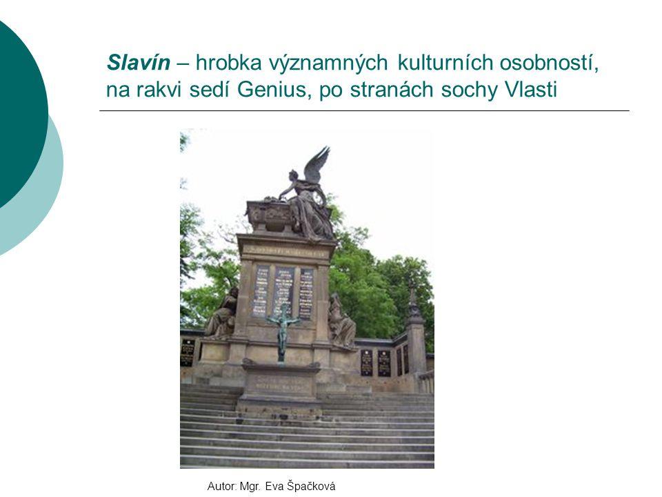 Slavín – hrobka významných kulturních osobností, na rakvi sedí Genius, po stranách sochy Vlasti Autor: Mgr.