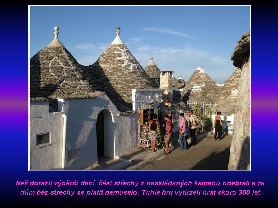 Tyto obytné budovy o jedné místnosti zakrývá mohutná kónická střecha sestavená z nijak nespojovaných kamenných desek. To proto, aby se daly rychle a d