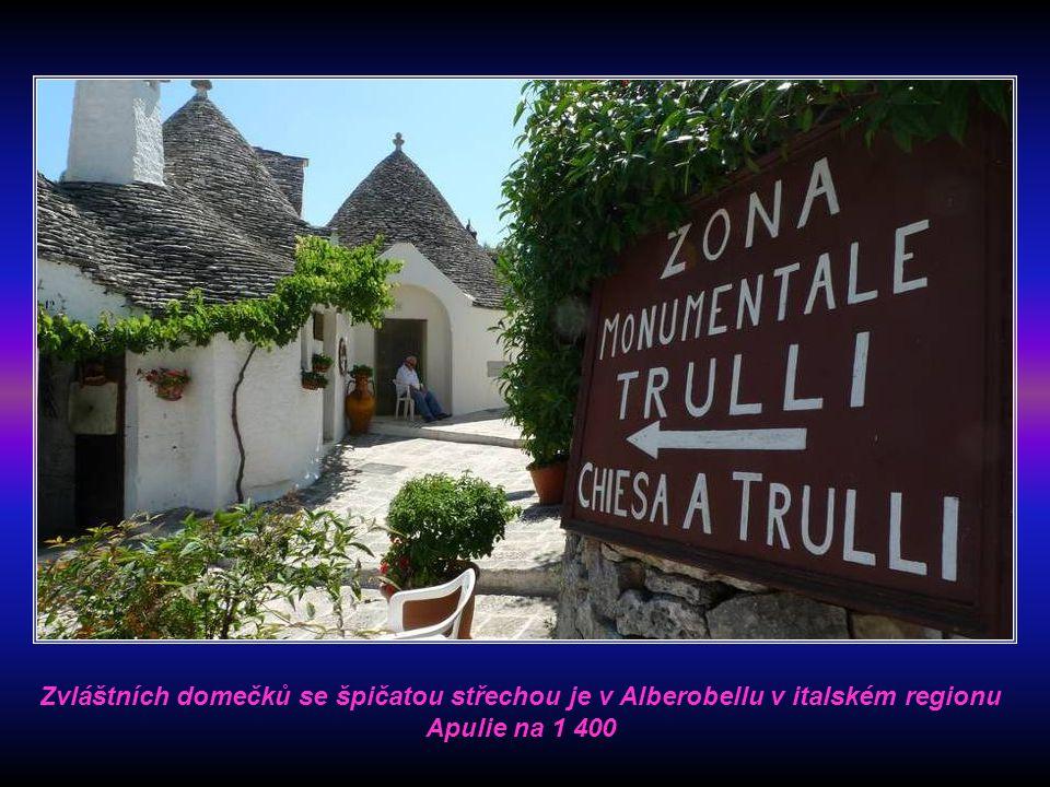 Zvláštních domečků se špičatou střechou je v Alberobellu v italském regionu Apulie na 1 400