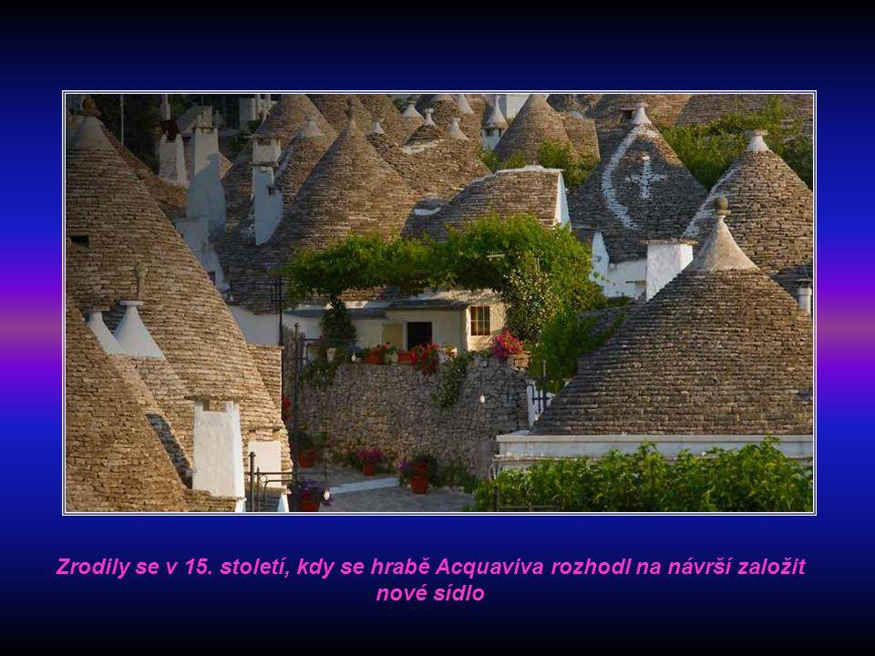 Zrodily se v 15. století, kdy se hrabě Acquaviva rozhodl na návrší založit nové sídlo