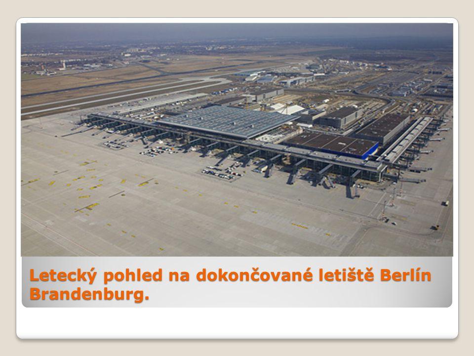 Letecký pohled na dokončované letiště Berlín Brandenburg.
