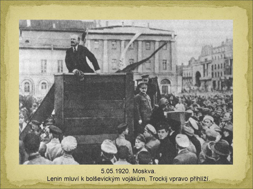 6. prosince. 1914. Mexico D.F. Francisco Villa a Emiliano Zapata v prezidentském křesle.