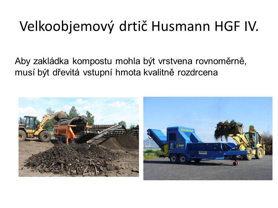 Velkoobjemový drtič Husmann HGF IV. Aby zakládka kompostu mohla být vrstvena rovnoměrně, musí být dřevitá vstupní hmota kvalitně rozdrcena