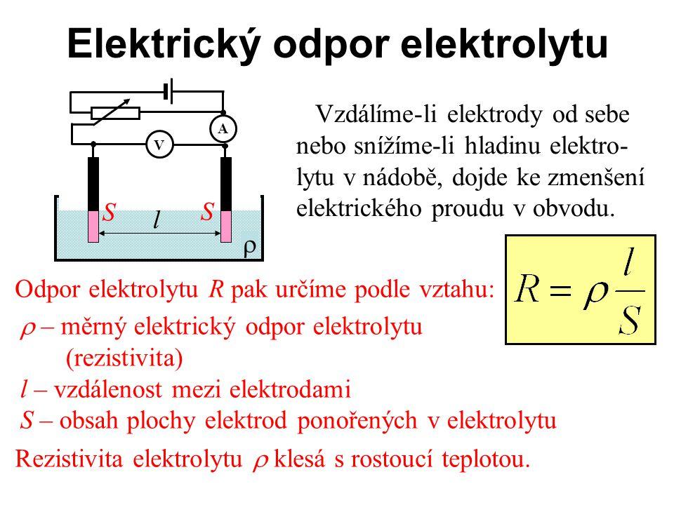 Elektrický odpor elektrolytu Vzdálíme-li elektrody od sebe nebo snížíme-li hladinu elektro- lytu v nádobě, dojde ke zmenšení elektrického proudu v obv