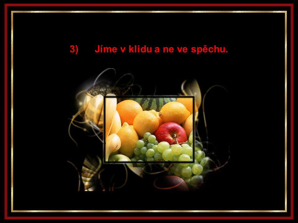 2) Jíme malinké dávky jídla a častěji.
