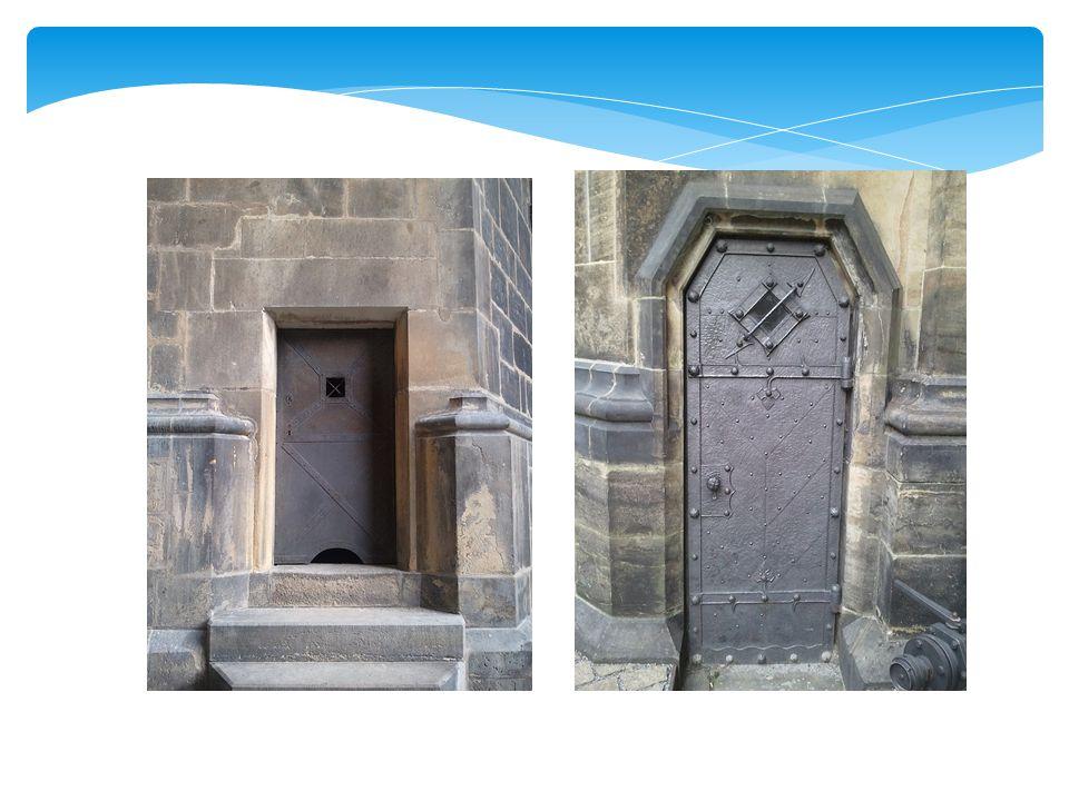 http://www.grydis.no/reise/2012/02/st-vitus-katedralen/ http://jam53.rajce.idnes.cz/Katedrala_sv._Vita_-_dvere,_dvirka_a_kliky_- _Prazsky_hrad_-_Praha