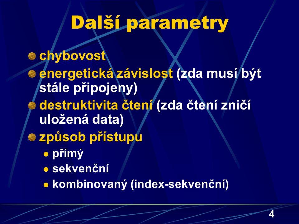 4 Další parametry chybovost energetická závislost (zda musí být stále připojeny) destruktivita čtení (zda čtení zničí uložená data) způsob přístupu př