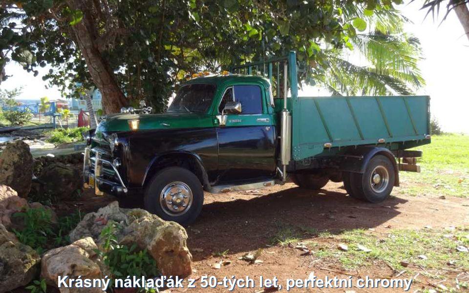 Krásný náklaďák z 50-tých let, perfektní chromy