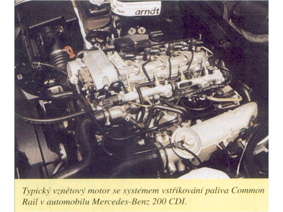 Po odpojení konektoru vstřikovače vypne ŘJ motor.
