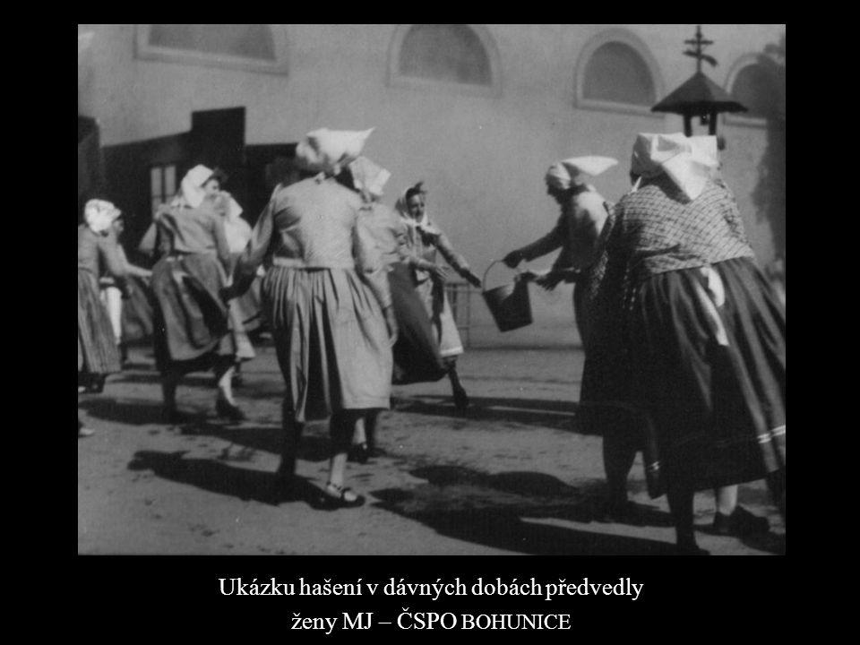 Ukázku hašení v dávných dobách předvedly ženy MJ – ČSPO BOHUNICE