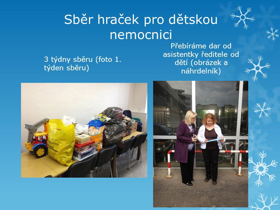 3 týdny sběru (foto 1. týden sběru) Přebíráme dar od asistentky ředitele od dětí (obrázek a náhrdelník)