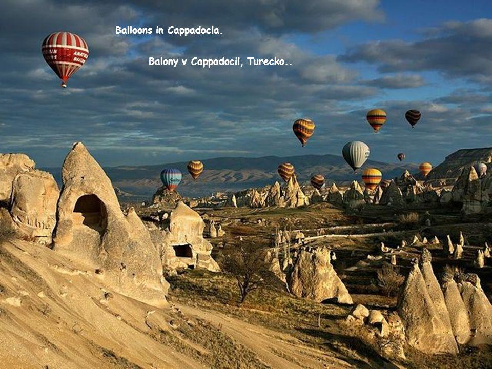 Balloons in Cappadocia. Balony v Cappadocii, Turecko..