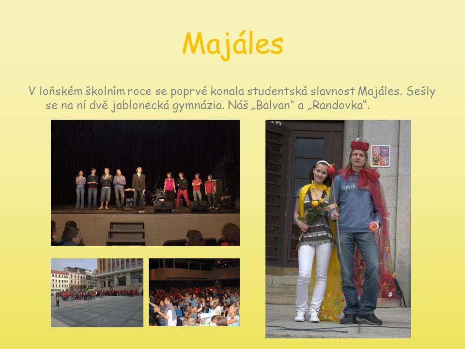 """Majáles V loňském školním roce se poprvé konala studentská slavnost Majáles. Sešly se na ní dvě jablonecká gymnázia. Náš """"Balvan"""" a """"Randovka""""."""