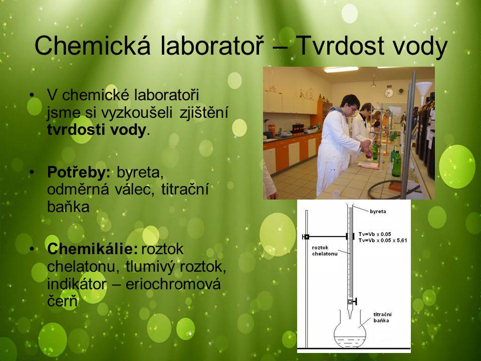 Chemická laboratoř – Tvrdost vody V chemické laboratoři jsme si vyzkoušeli zjištění tvrdosti vody. Potřeby: byreta, odměrná válec, titrační baňka Chem