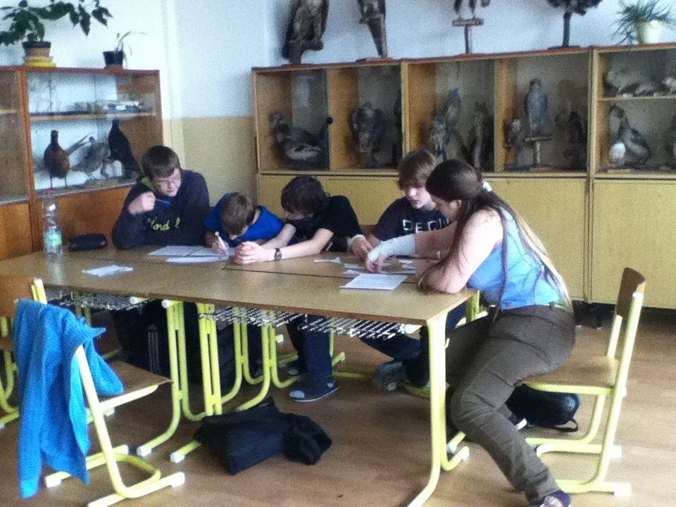 Žáci chodili postupně do každé třídy a v každé třídě mohli získat body.