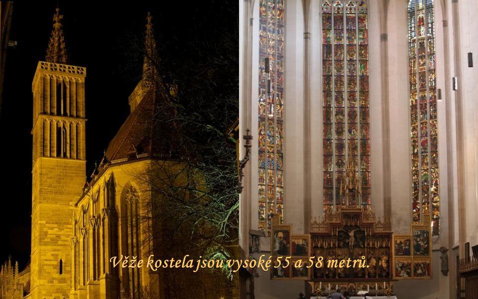 V interiéru je hodnotný pozdně gotický oltář z let 1499-1505.