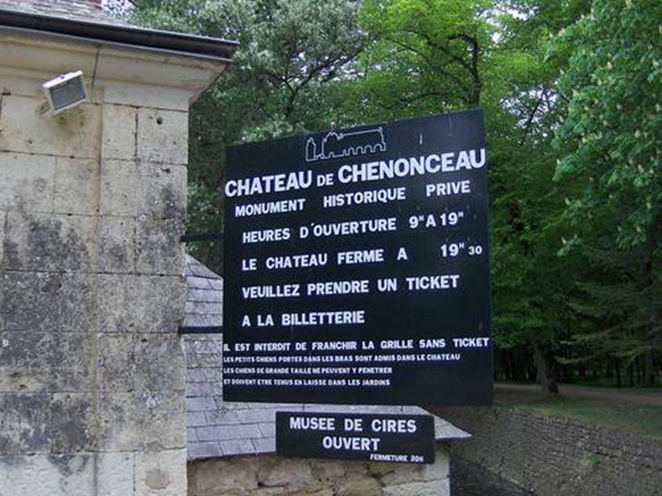 Chenonceau má dv ě hlavní zahrady: zahradu Diane de Poitiers a Kate ř iny Medicejské.