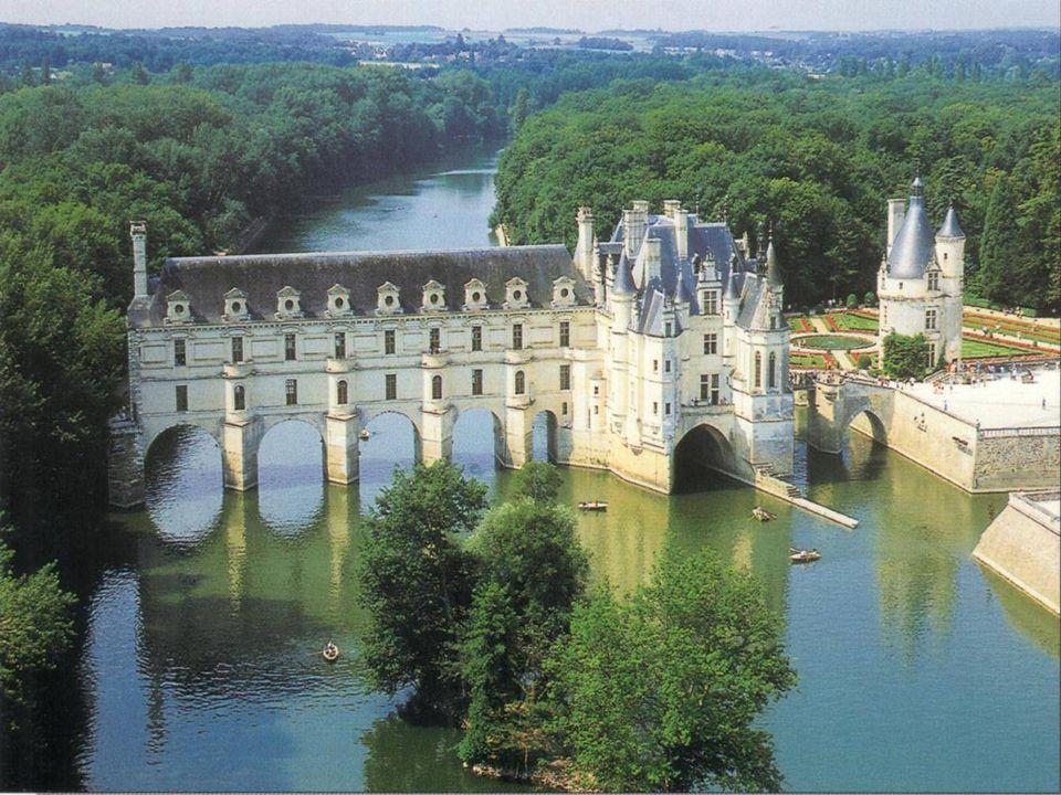 Hrad Chenonceau, mistrovské dílo francouzské renesance, je známý pro nádhernou polohu na ř ece Cher. Tento nádherný hrad z šestnáctého století je šper