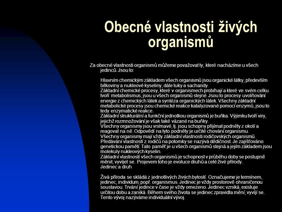 Obecné vlastnosti živých organismů Za obecné vlastnosti organismů můžeme považovat ty, které nacházíme u všech jedinců. Jsou to: Hlavním chemickým zák