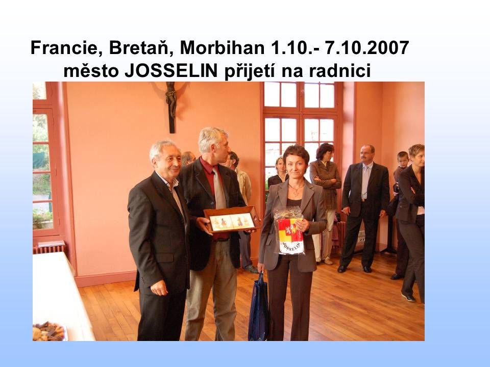 Francie, Bretaň, Morbihan 1.10.- 7.10.2007 město JOSSELIN přijetí na radnici