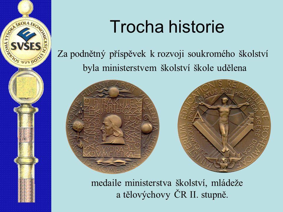 Trocha historie Za podnětný příspěvek k rozvoji soukromého školství byla ministerstvem školství škole udělena medaile ministerstva školství, mládeže a tělovýchovy ČR II.