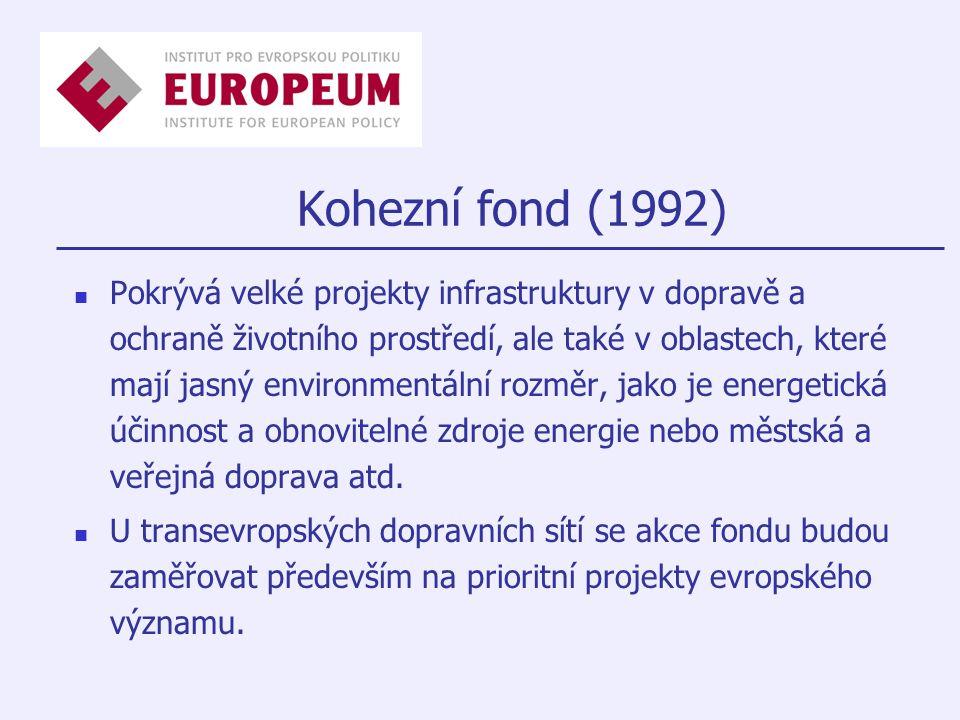 Kohezní fond (1992) Pokrývá velké projekty infrastruktury v dopravě a ochraně životního prostředí, ale také v oblastech, které mají jasný environmentální rozměr, jako je energetická účinnost a obnovitelné zdroje energie nebo městská a veřejná doprava atd.