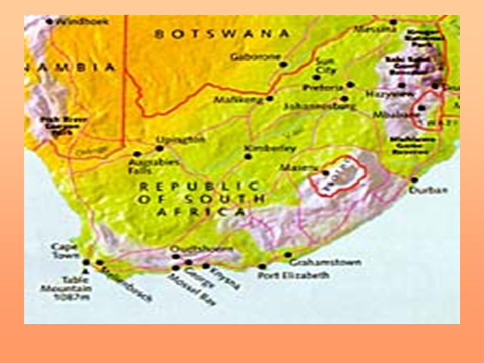 Obyvatelstvo Národnostní složení: Zulové – 20% Khosové – 18% Tswanové – 9% Afrikánci – 9% Míšenci – 9% Sathové – 6% Angloafričané – 4% 60% obyvatel žije ve městě 40% na venkově Po nástupu Willema de Klerka roku 1989 přestaly postupně platit všechny rasové zákony Obyvatelstvo de dělilo do 4 skupin: bílí, černí, Indové a míšenci Roční přirozený přírůstek: 0,25% Střední délka života: 48 let muži, 49 let ženy Gramotnost: 86,4%
