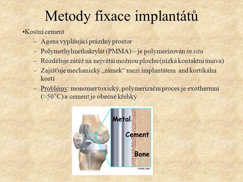 Metody fixace implantátů Kostní cement –Agens vyplňující prázdný prostor –Polymethylmethakrylát (PMMA) – je polymerizován in situ –Rozděluje zátěž na