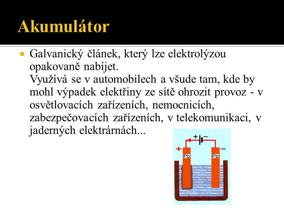  Galvanický článek, který lze elektrolýzou opakovaně nabíjet.
