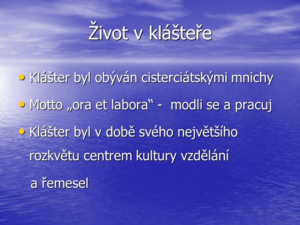 """Život v klášteře Klášter byl obýván cisterciátskými mnichy Klášter byl obýván cisterciátskými mnichy Motto """"ora et labora"""" - modli se a pracuj Motto """""""