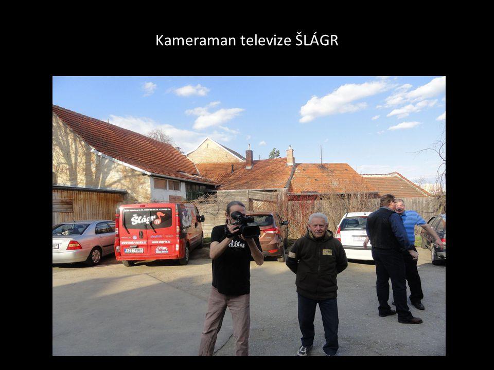 Martina Zavadilová a Ladislav Beran před jejich vystoupením u budovy Orlovny