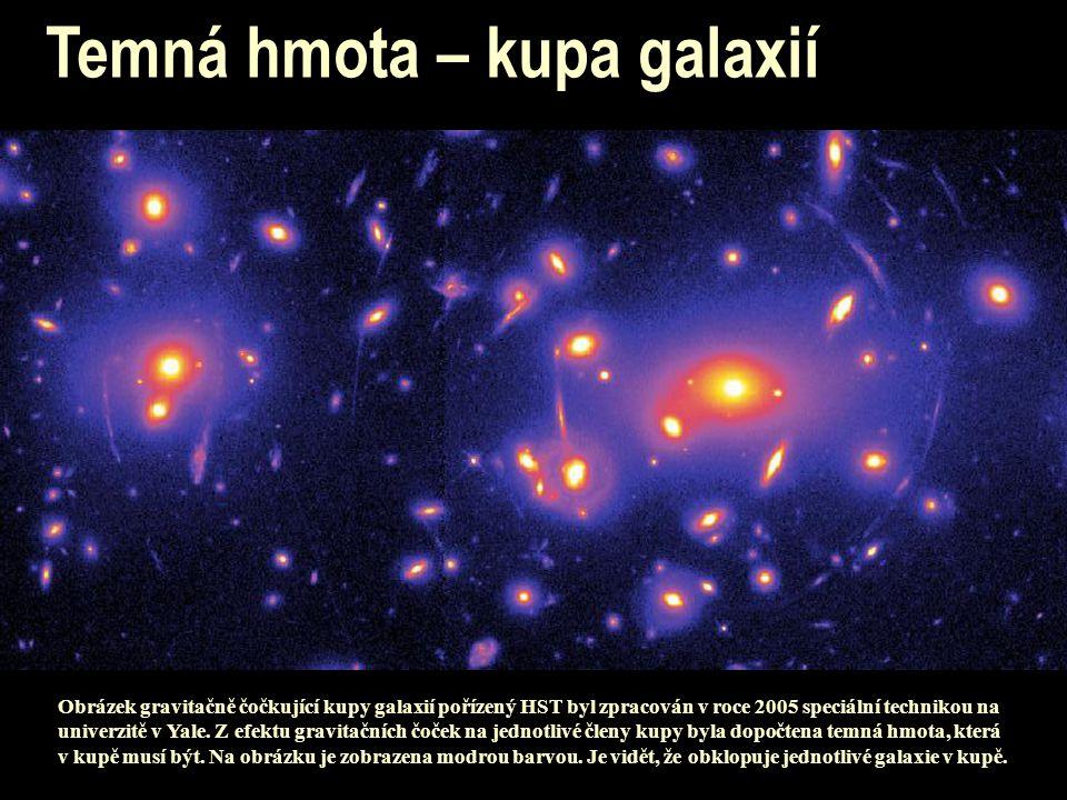 Obrázek gravitačně čočkující kupy galaxií pořízený HST byl zpracován v roce 2005 speciální technikou na univerzitě v Yale. Z efektu gravitačních čoček