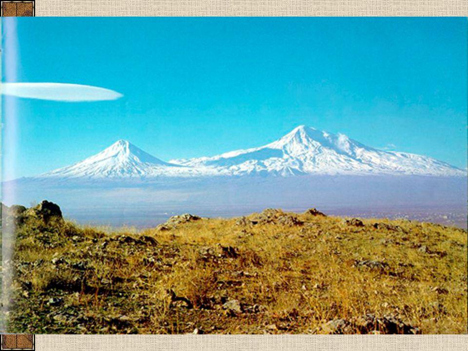 Kavkaz vrásno – zlomové pohoří, vulkanická činnost 2 rovnoběžná pásma Elbrus, 5 643 m Kazbeg, 5 047 m Oba vyhaslé vulkány Dychtau, 5 204 m Silné pleistocénní zalednění dnes cca 1 400 ledovců nejdelší Ullu-čiran, 19 km