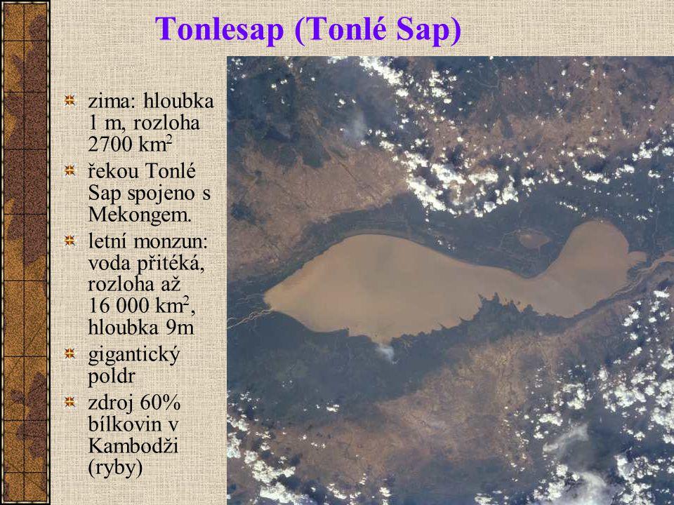 Tonlesap (Tonlé Sap) zima: hloubka 1 m, rozloha 2700 km 2 řekou Tonlé Sap spojeno s Mekongem.