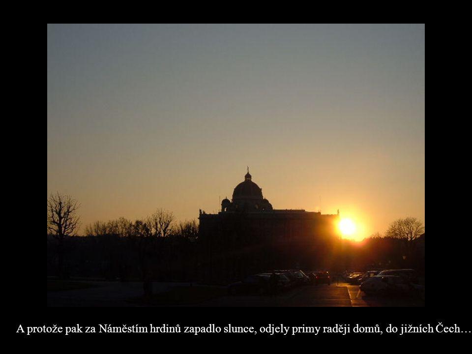 A protože pak za Náměstím hrdinů zapadlo slunce, odjely primy raději domů, do jižních Čech…
