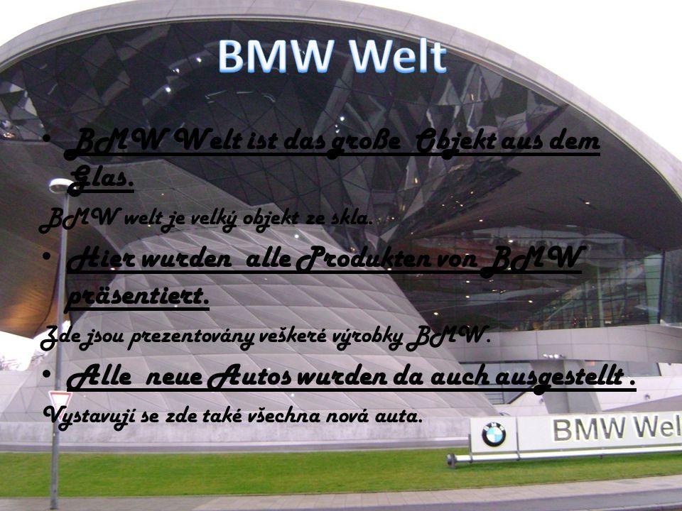 BMW Welt ist das große Objekt aus dem Glas. BMW welt je velký objekt ze skla. Hier wurden alle Produkten von BMW präsentiert. Zde jsou prezentovány ve