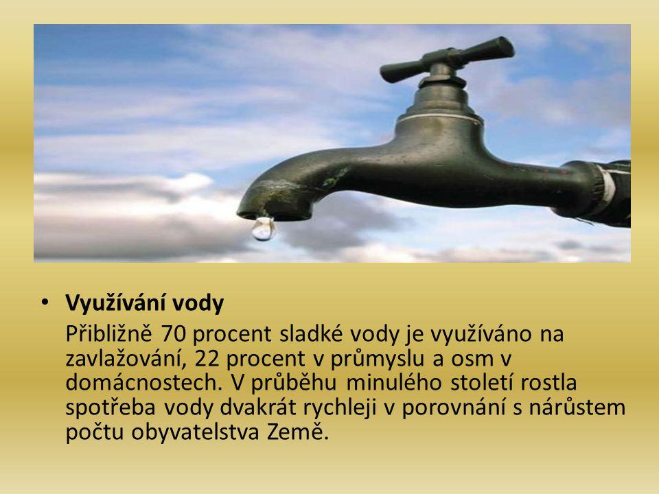 Využívání vody Přibližně 70 procent sladké vody je využíváno na zavlažování, 22 procent v průmyslu a osm v domácnostech. V průběhu minulého století ro