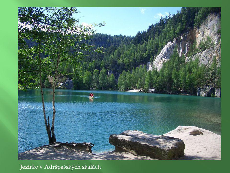 Jezírko v Adršpašských skalách Skalní útvar Starosta a Starostová