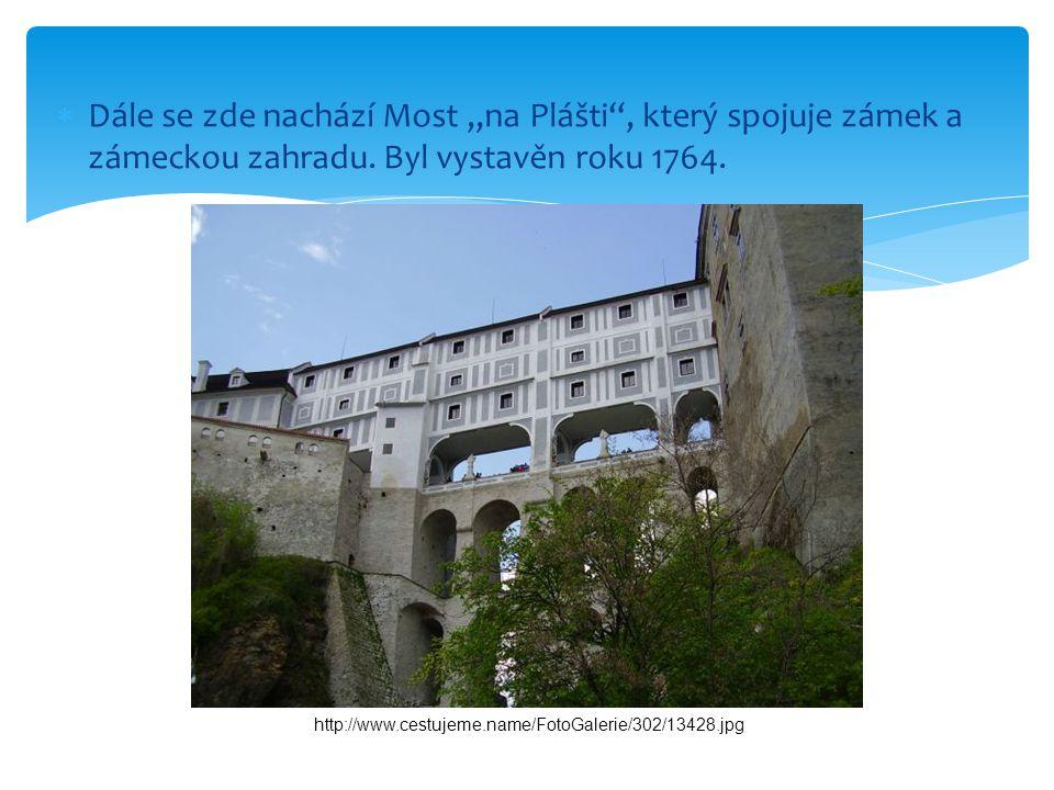 """ Dále se zde nachází Most """"na Plášti , který spojuje zámek a zámeckou zahradu."""