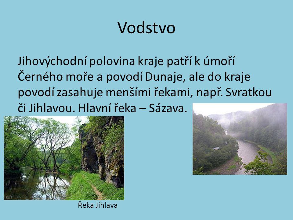 Vodstvo Jihovýchodní polovina kraje patří k úmoří Černého moře a povodí Dunaje, ale do kraje povodí zasahuje menšími řekami, např.