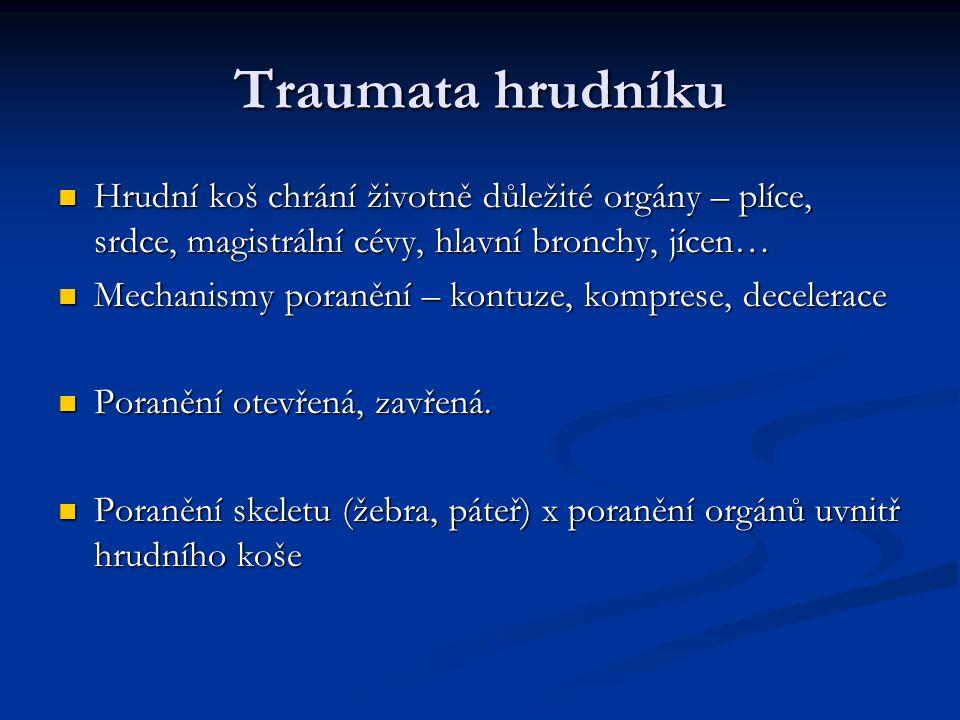 Traumata hrudníku Hrudní koš chrání životně důležité orgány – plíce, srdce, magistrální cévy, hlavní bronchy, jícen… Hrudní koš chrání životně důležit